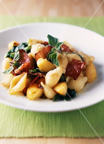 Orechiette with apples,spinach and raw ham