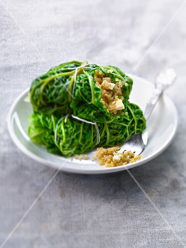 Small cabbages stuffed with tofu and quinoa