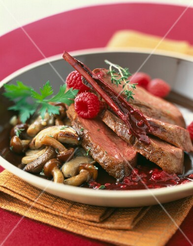 Duck magret with raspberries and mushrooms