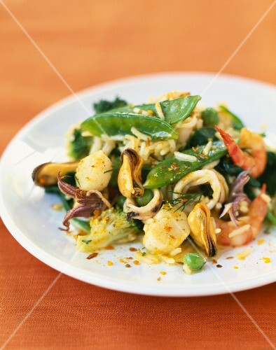 Rice and seafood curry salad