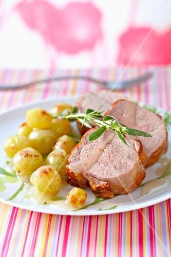 Pork filet mignon with grapes