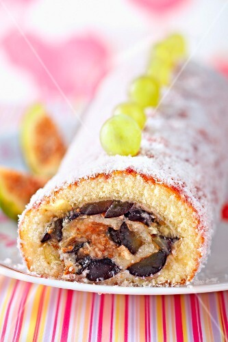 Grape and fig rolled sponge cake