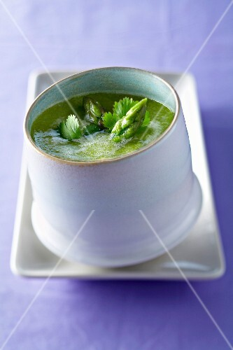 Green asparagus anti-retention soup