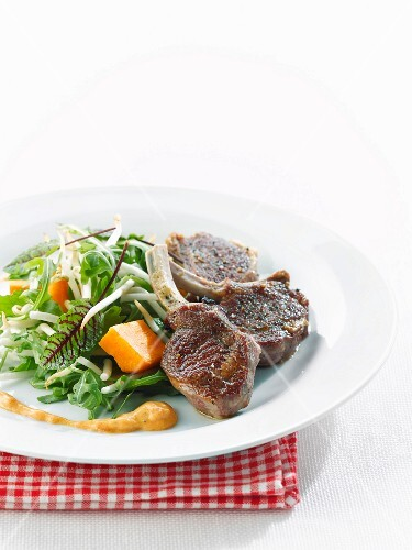 Lamb chops with salad, tomato and paprika sauce