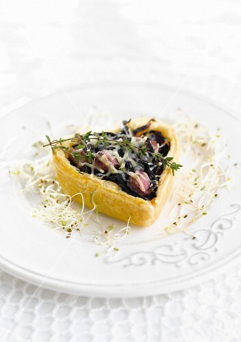 Red cabbage and Gruyère tartlet