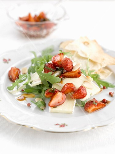 Brie and strawberry salad