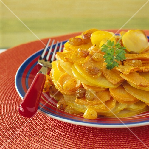 Potato, carrot, raisin and curry gratin