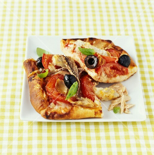 Tuna and anchovy pizza
