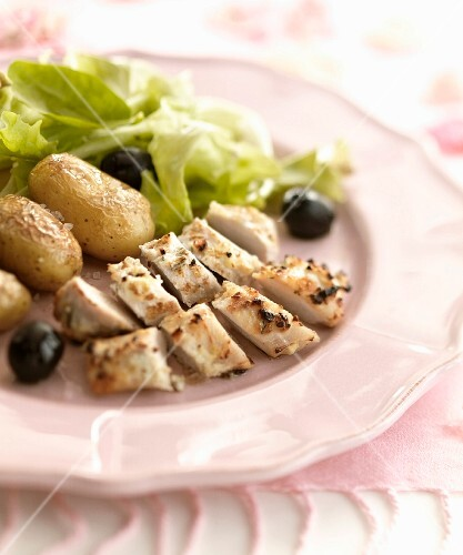 Spicy sliced chicken breasts with sauteed new potatoes