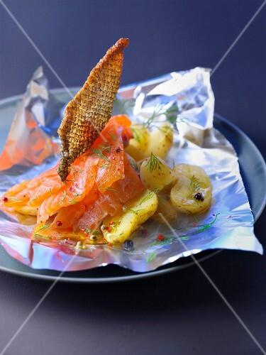 Marinated salmon with crisp salmon skin, burning hot potatoes