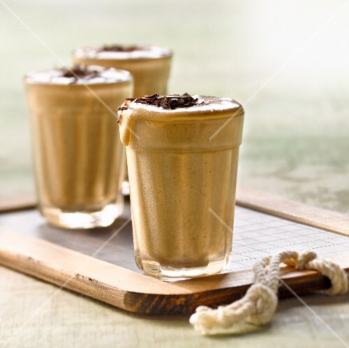 Salted butter fudge mousse with chocolate flakes