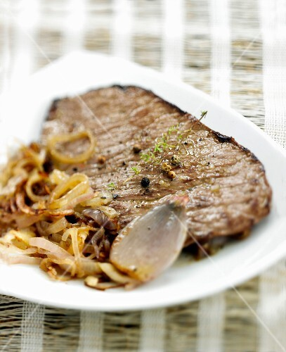 Flank with shallots