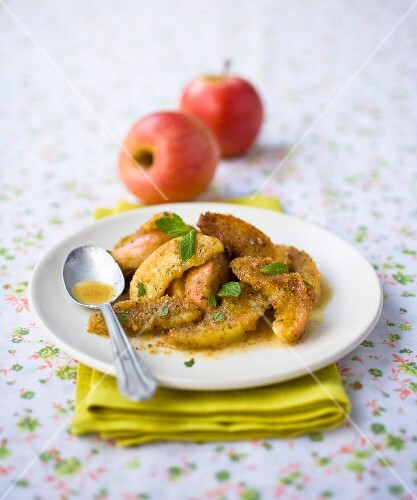 Sliced apples coated with breadcrumbs and mint