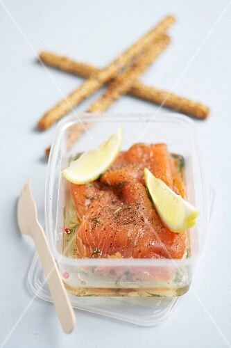 Salmon marinated with dill