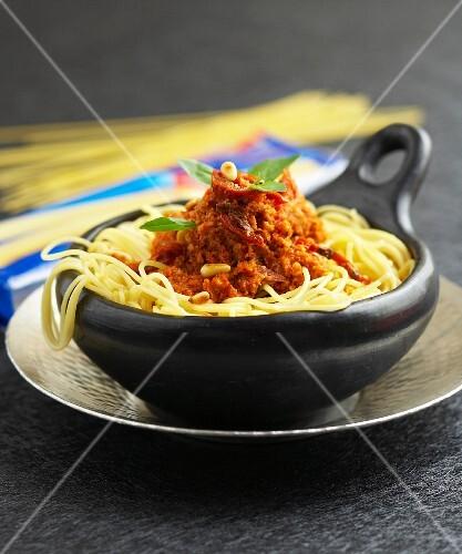 Spaghettis with red pesto