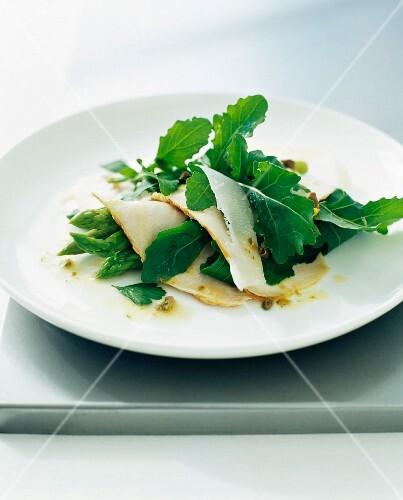 Green asparagus, sliced turkey breast and Ossau-iraty salad