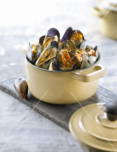 Casserole dish of mussels with saffron