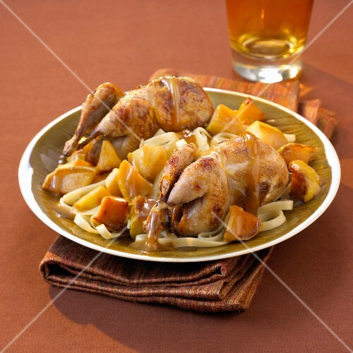 Free-range quails with spicy apples