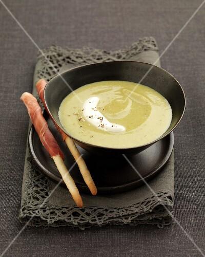 Cream of zucchini soup with mascarpone