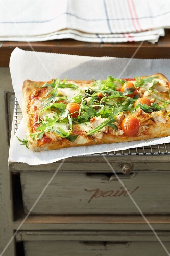 Tuna and cherry tomato pizza
