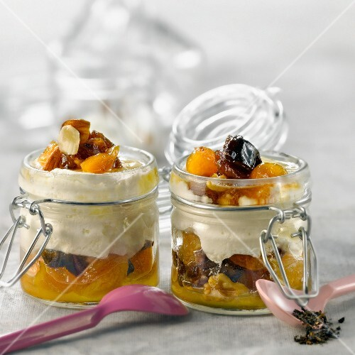 Tea-flavored stewed dried fruit with Faisselle