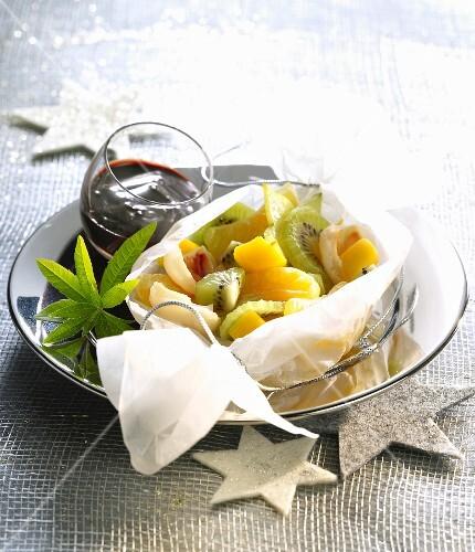 Geschmorte Winterfrüchte auf Pergamentpapier
