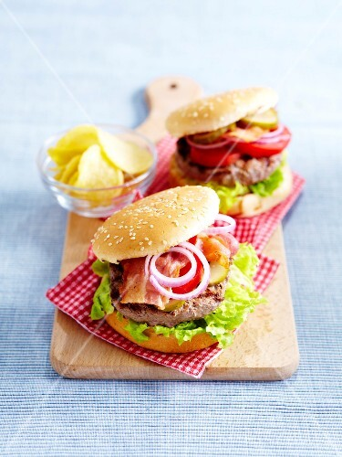 Homemade hamburgers with crisps
