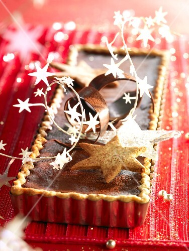 Spicy chocolate Christmas tart