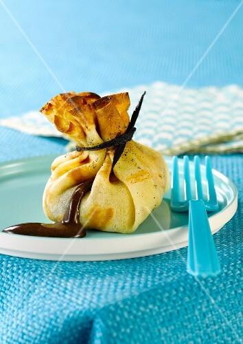 Pancake purse with chocolate filling