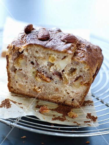 Apple and dried fruit cake