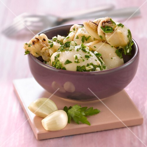 Calamaries with garlic and parsley