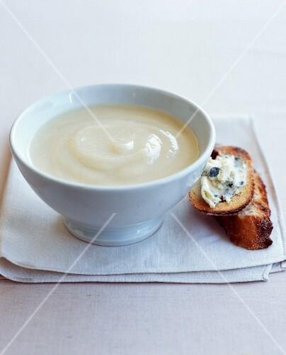Cream of cauliflower soup with roquefort on toast
