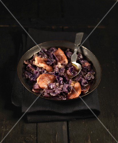 Red cabbage and bacon soup