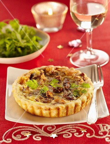Pleurotus mushroom and walnut tartlet