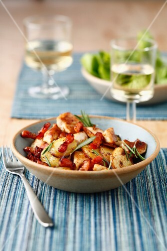 Sauteed potatoes with diced bacon and rosemary