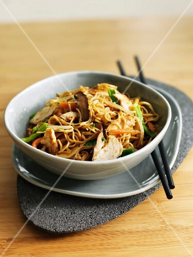 Noodles and pork sauté