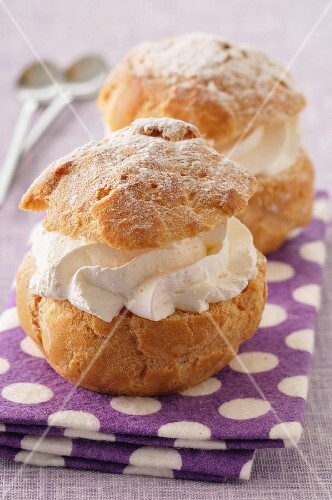 Choux buns filled with whipped cream
