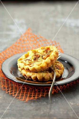 Small mussel and saffron tartlets
