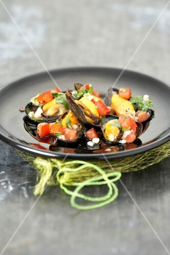 Mussels with tomatoes an basil