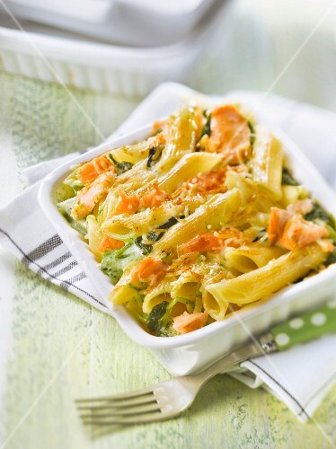 Penne with salmon,spinach and green cream cheese-topped dish
