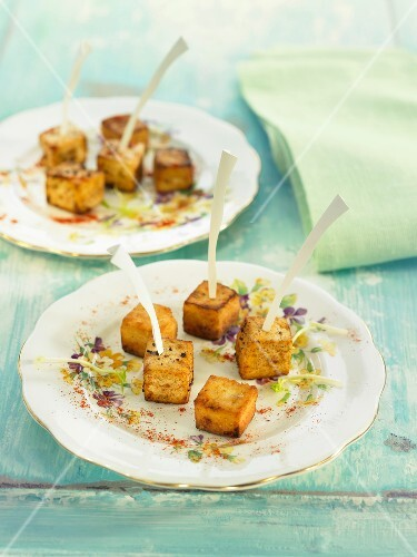 Tofu with aniseed and chili pepper bite-size appetizers