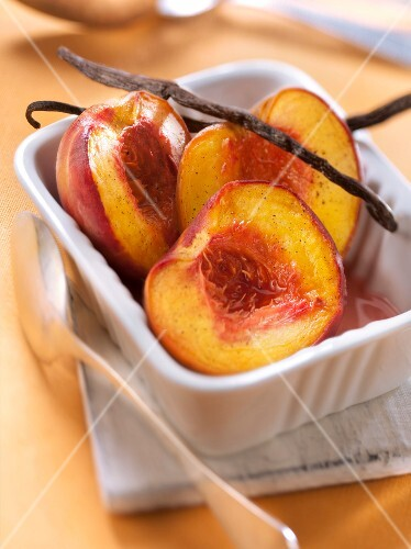 Vanilla-flavored roasted peaches