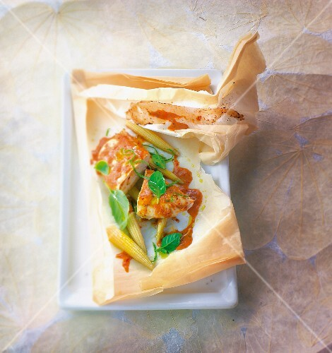 Thai-style chicken with curry cooked in wax paper