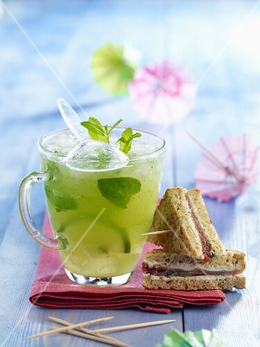 Mojito without alcohol and goat's cheese and Parma ham mini sandwiches