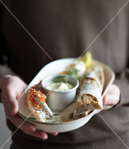 Crab claws with dill mayonnaise