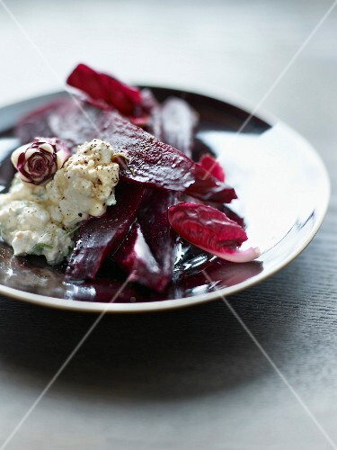Beetroot and chicory of Trévise salad with cottage and soya sauce