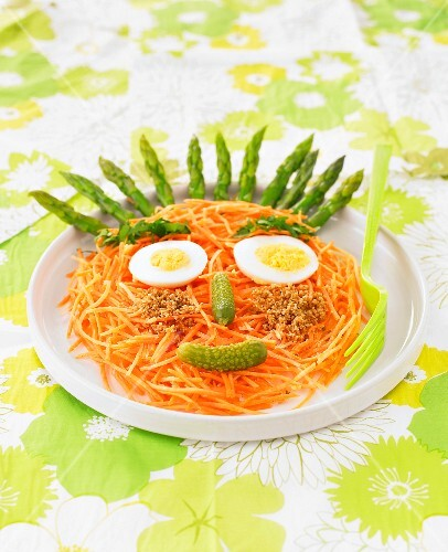Face-shaped grated carrot and asparagus salad