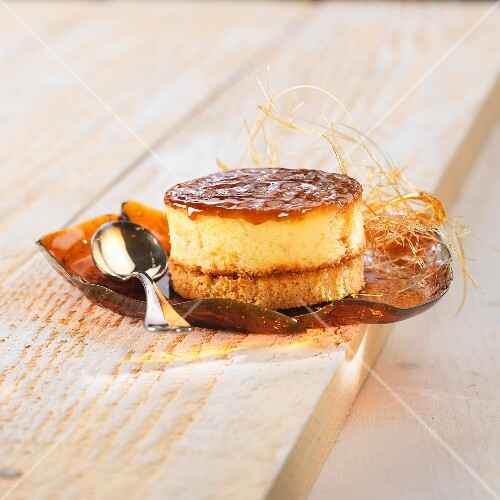 Caramelized cookie and aniseed mousse dessert