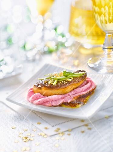 Pan-fried foie gras with foamed beetroot