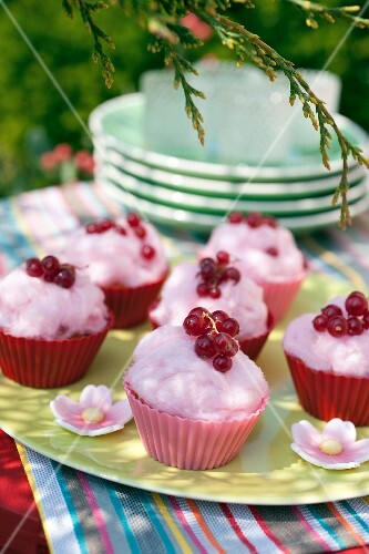Cotton candy and redcurrant cupcakes
